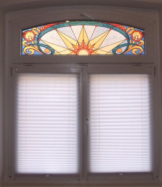Fensterpanele, Buntglas Fensterfolie, Fensterdeko, Raumgestaltung, Glasdekor, Illustration, Interior, colorfol