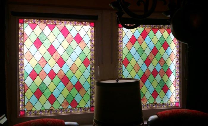 buntglasfolie sichtschutzfolie bedruckt die stimmungsvolle wohnidee. Black Bedroom Furniture Sets. Home Design Ideas