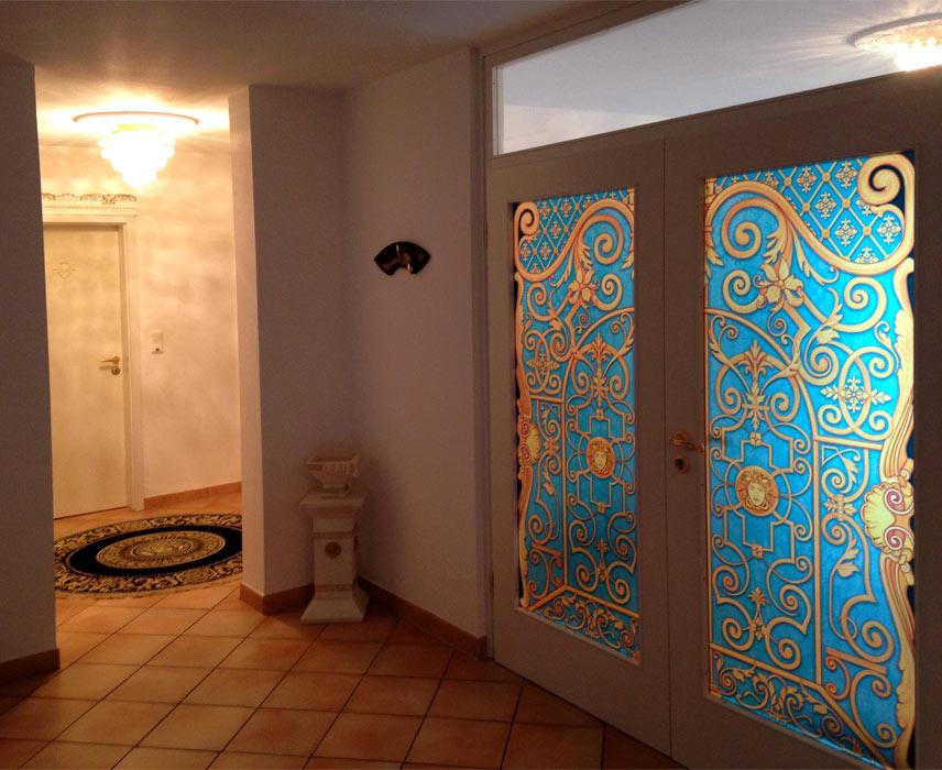 illustrierte sichtschutzfolie buntglasfensterfolie im barock goldenes tor. Black Bedroom Furniture Sets. Home Design Ideas
